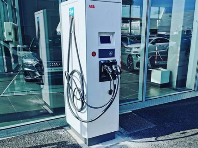 Bornes de recharge pour véhicules électriques aux concessions du Groupe Carepolis de Puget-sur-Argens